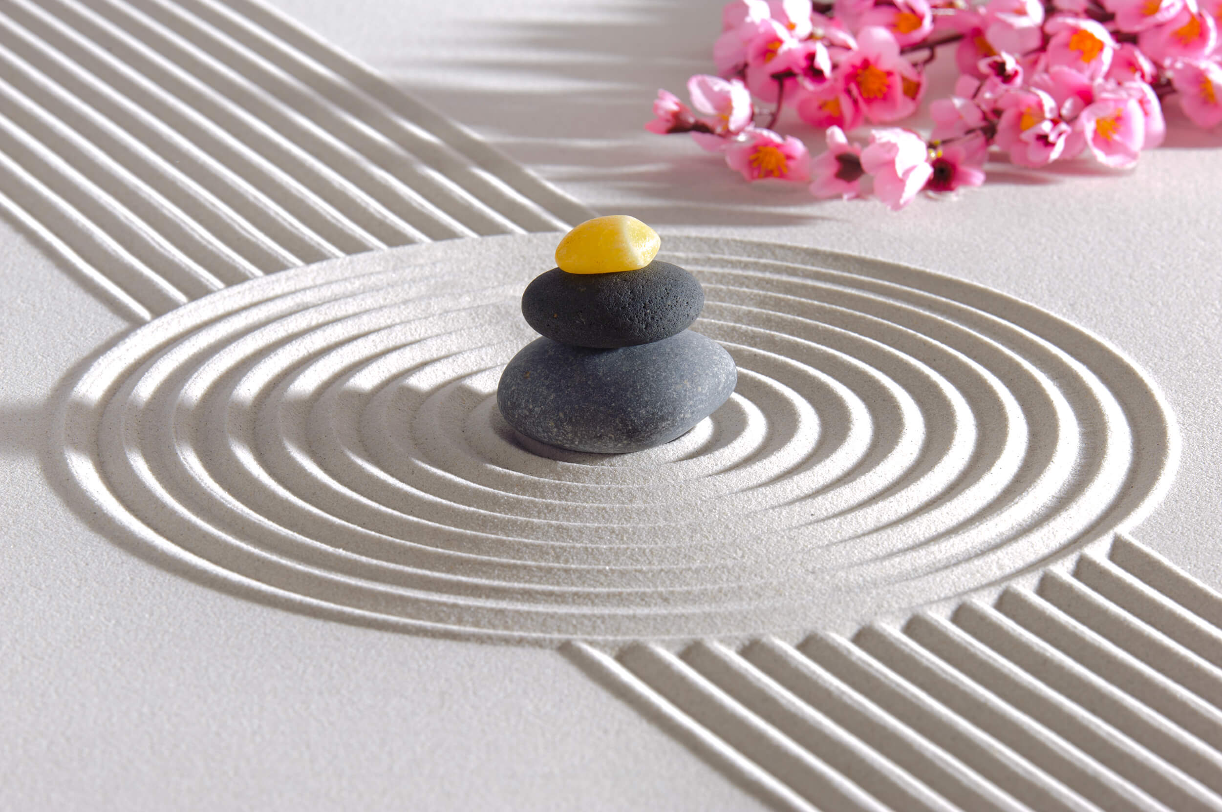 Steinturm - Akupunktur und Taping / Zen Garten | Hebamme Annette Herkommer